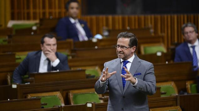 Yves-Francois Blanchet est debout et fait une intervention lors de la période de questions à la Chambre des communes.