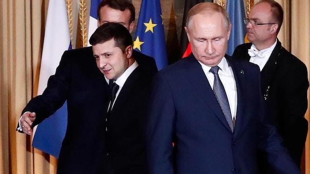 Volodymyr Zelensky et Vladimir Poutine côte à côte.