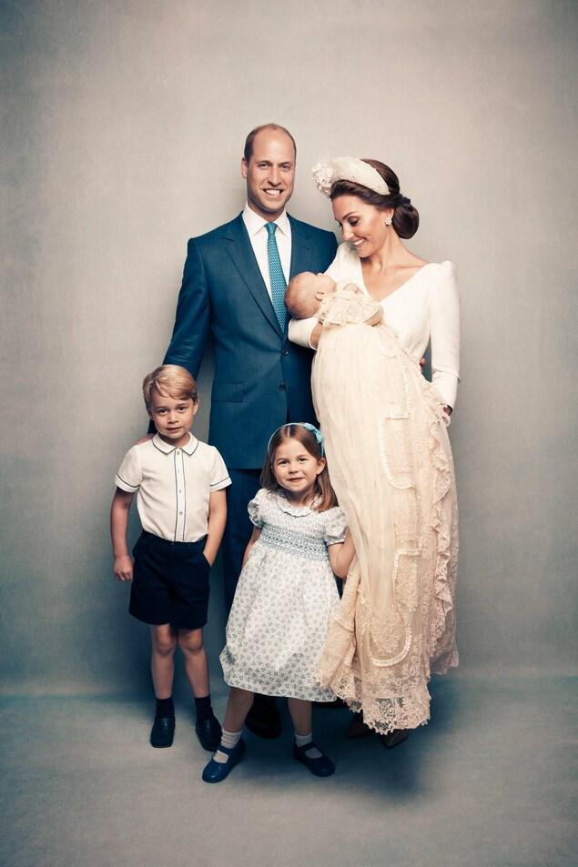 Photo en studio pour la famille du prince William et de la duchesse de Cambridge