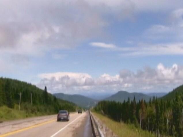Une route dans les montagnes.