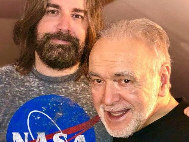 Patrick Zabé en compagnie du réalisateur et musicien de Québec Daniel Moisan. Deux hommes, un homme dans la quarantaine et un homme de 77 ans.