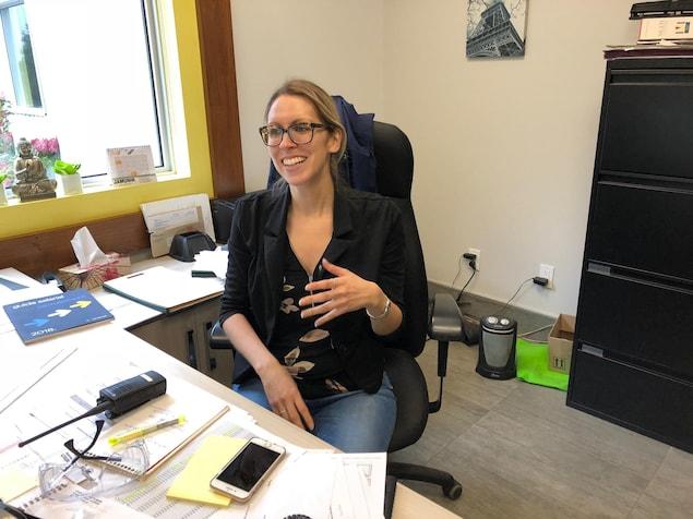 Sabrina Proulx-Latour dan son bureau.