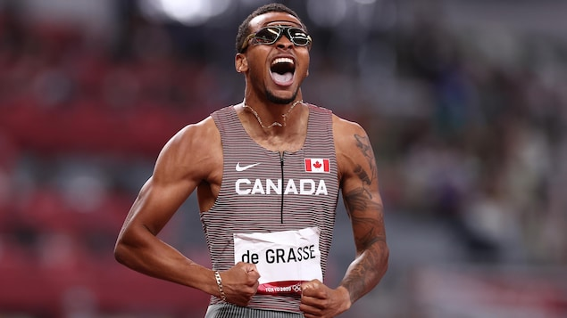 加拿大选手安德烈·德格拉斯 (Andre De Grasse) 获得男子 200 米奥运金牌。