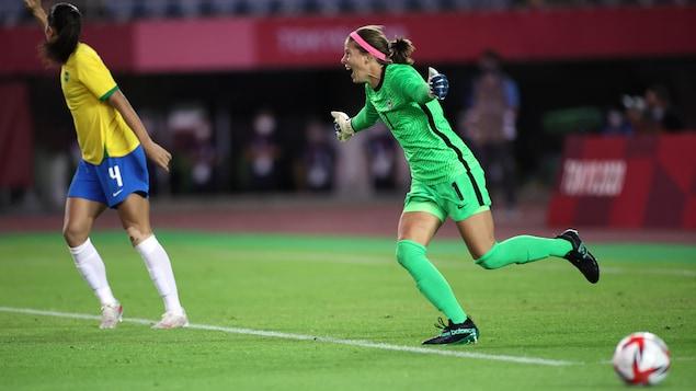 Soccer : le génie de Stephanie Labbé envoie le Canada en demi-finales