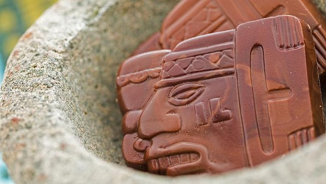 Du chocolat présentant un glyphe Maya.