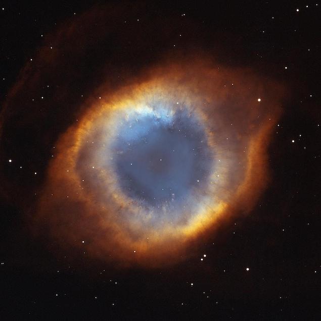 À 650 années-lumière, la nébuleuse de l'Hélice, NGC 7293, est l'une des nébuleuses planétaires les plus proches de la Terre.