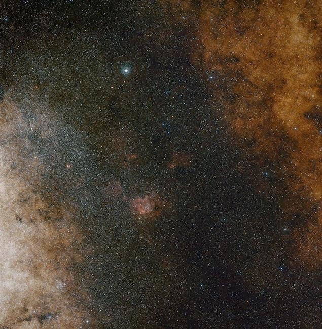 Vue à champ large du centre de la Voie lactée.
