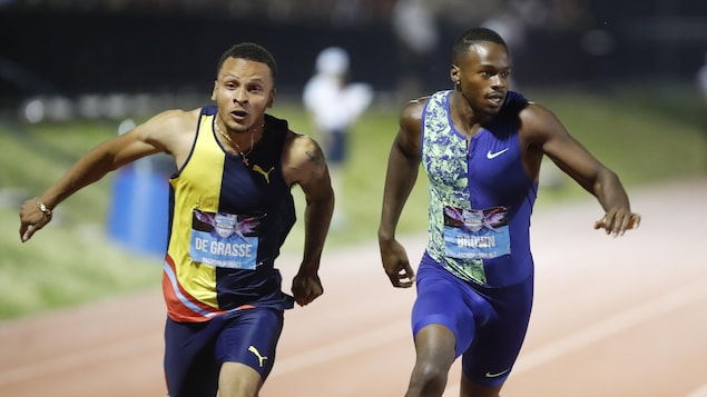 Andre De Grasse (à gauche) devancé de justesse par Aaron Brown en finale du 100 m aux Championnats canadiens.