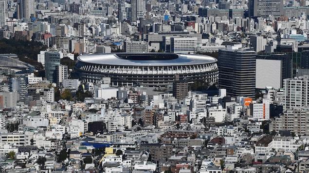 L'amphithéâtre de cinq étages contient 68 000 places.