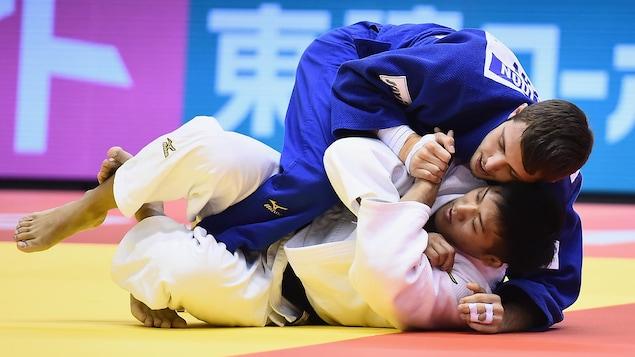 Arata Tatsukawa (en blanc) et Arthur Margelidon (en bleu)