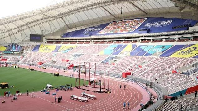 Vue des sièges vides du stade