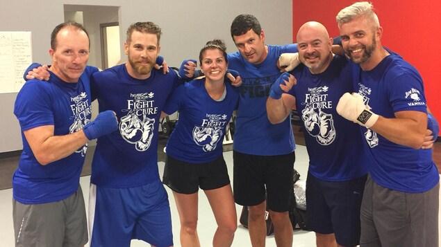 L'équipe des bleus de Fight for the cure 2018 : Wayne Liko, Derek Newberry, Lisa Langevin, Matt Jacques, Scott McRae et Richard Hiladie