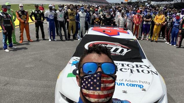 Tous les pilotes et toutes les équipes de la NASCAR derrière Bubba Wallace à Talladega