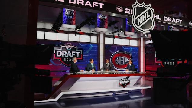 Des analystes de hockey parlent de la situation du choix de repêchage du Canadien de Montréal.