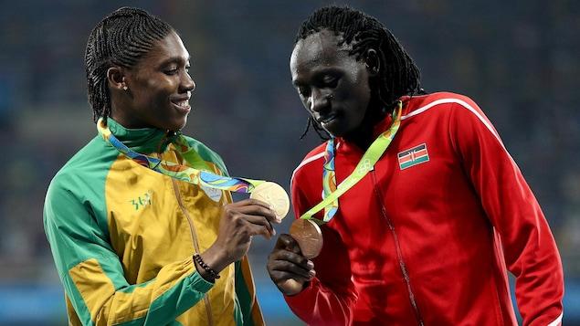 Caster Semenya et Margaret Wambui avec leurs médailles à Rio.