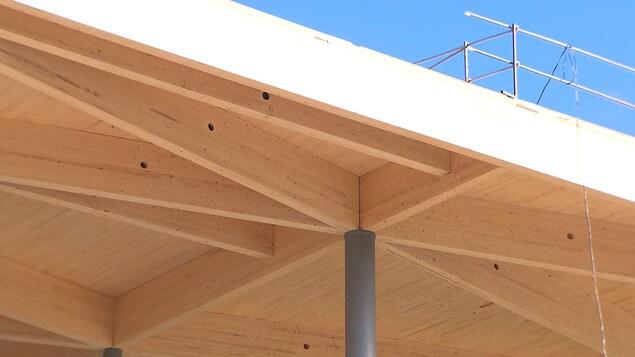 La structure en bois du toit des nouvelles installations du circuit Gilles-Villeneuve