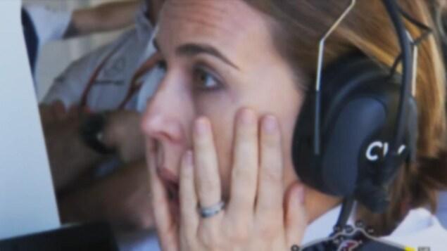 Claire Williams réagit à la sortie de piste de Sergey Sirotkin lors de la séance de qualification du Grand Prix de Grande-Bretagne.