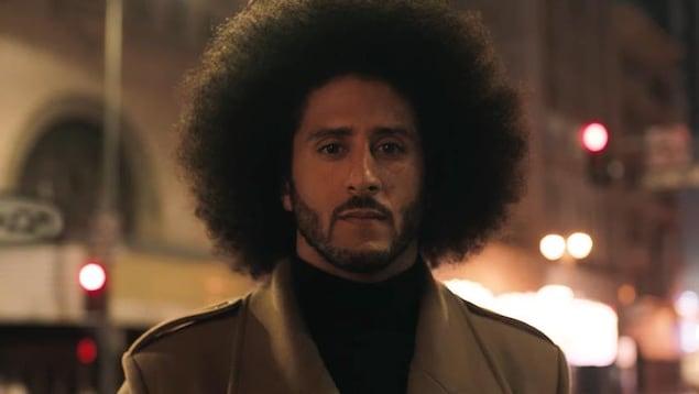 L'ancien quart-arrière de la NFL Colin Kaepernick, à l'origine en 2016 du mouvement de boycottage de l'hymne américain, a été choisi pour être le visage de la dernière campagne publicitaire de Nike.
