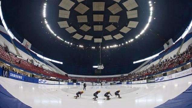 Des patineuses à l'oeuvre à l'aréna Maurice-Richard