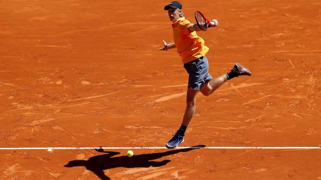 Denis Shapovalov s'incline au deuxième tour du Masters 1000 de Rome face au Serbe Novak Djokovic