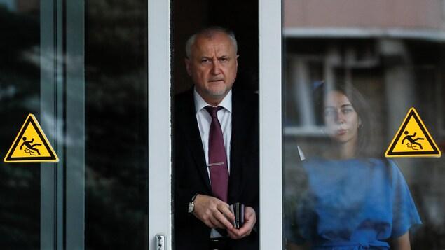 Le directeur général de l'Agence russe antidopage (RUSADA), Yuri Ganus, quittant le laboratoire de Moscou.