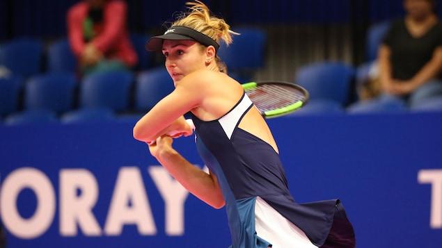 Gabriela Dabrowski en plein échange pendant un match