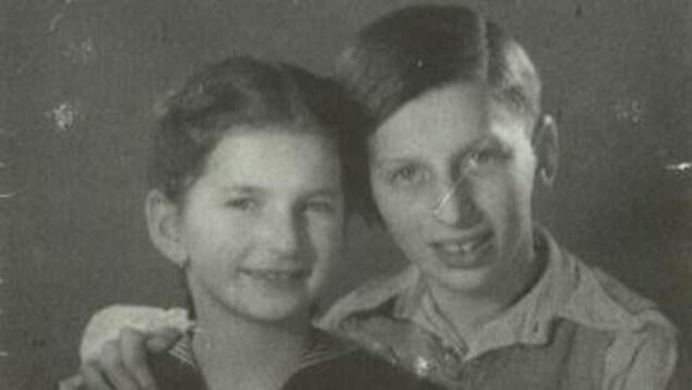 George Reinitz avec sa soeur Marika en 1943 en Hongrie
