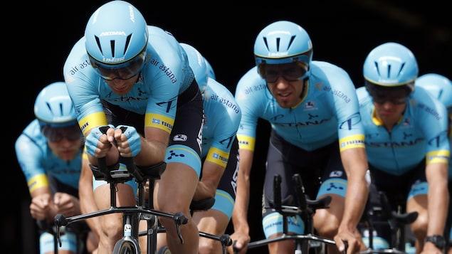 Hugo Houle et ses coéquipiers d'Astana
