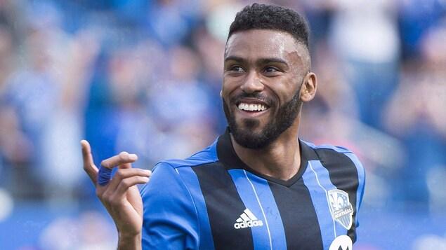 Anthony Jackson-Hamel, tout sourire, célèbre après avoir inscrit un but
