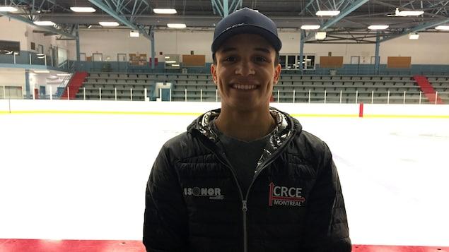 Jordan Pierre-Gilles, patineur de vitesse courte piste originaire de Sherbrooke. Il pose ici à l'aréna Eugène-Lalonde.