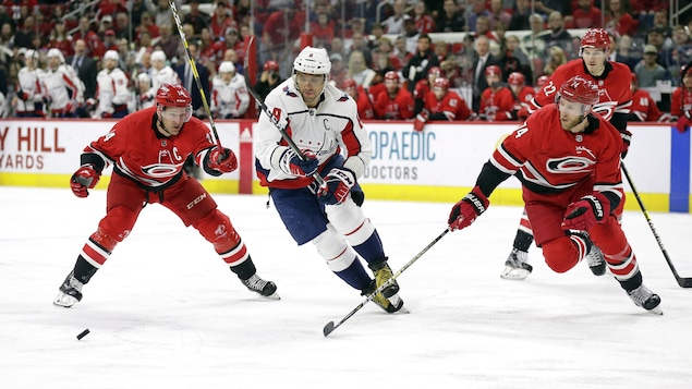 Justin Williams, Alex Ovechkin et Jaccob Slavin