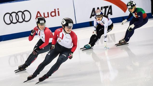 Kim Boutin et Marianne St-Gelais jubilent après avoir terminé respectivement 1re et 2e du 1000 m de la Coupe du monde de Shanghai.