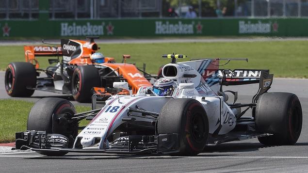 Deux véhicules de la F1