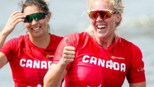 Katie Vincent et Laurence Vincent Lapointe sourient.