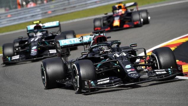 Lewis Hamilton devance Valtteri Bottas et Max Verstappen.
