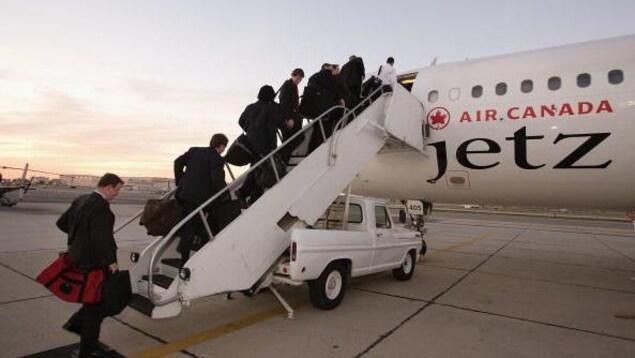 Les joueurs de la LNH montent à bord de centaines de vols au cours d'une saison et durant les séries éliminatoires