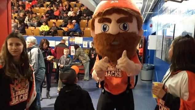 La mascotte des Lumberjacks de Hearst, Jack Pine.