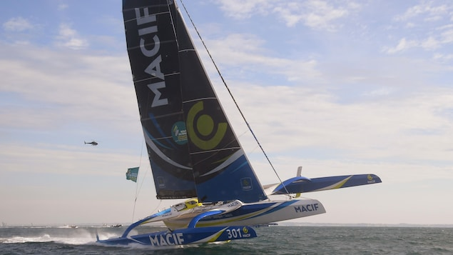 François Gabart sur son trimaran Macif dans la Route du rhum 2018