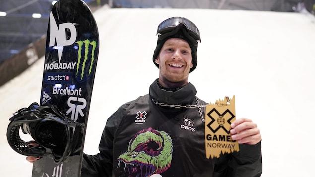 Maxence Parrot avec sa médaille d'or des X Games d'Oslo