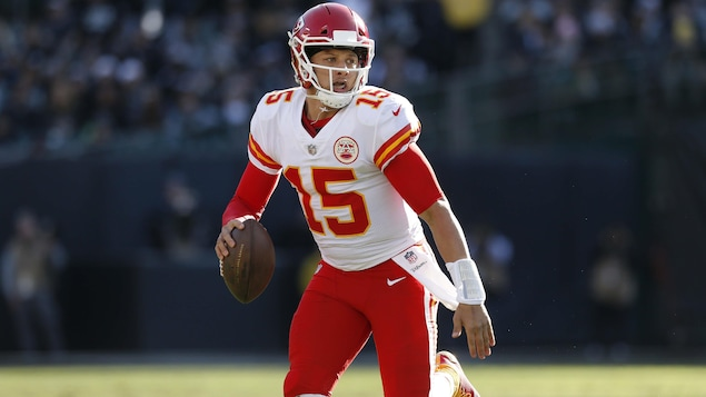 Le quart des Chiefs de Kansas City Patrick Mahomes