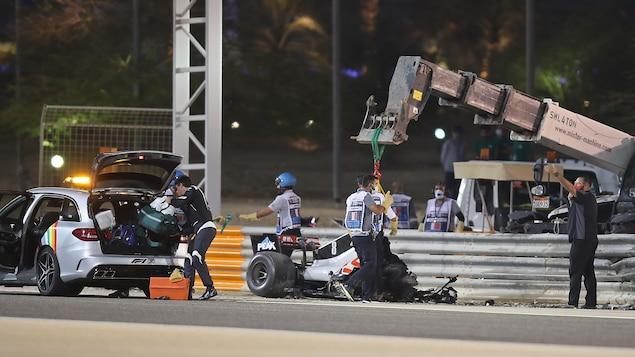 Les restes de la monoplace de Romain Grosjean.
