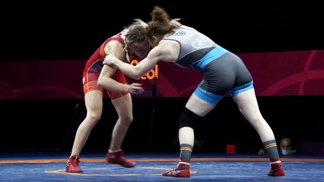 La lutteuse Samantha Stewart (de dos) se bat à Sofia.