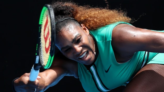 Serena Williams lors de son match de premier tour aux Internationaux de tennis d'Australie, lundi