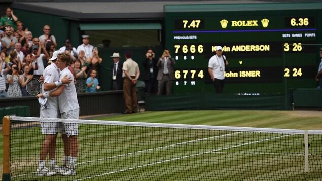 Wimbledon Des Bris D Egalite En Cinquieme Manche Pour Mettre Fin A Des Marathons Radio Canada Ca