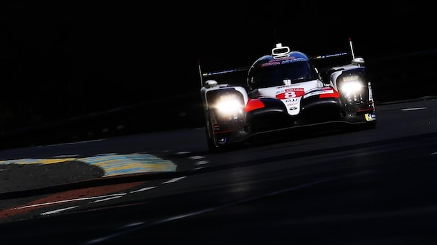 Fernando Alonso au volant de la Toyota TS050 Hybride no 8 durant les 24 heures du Mans