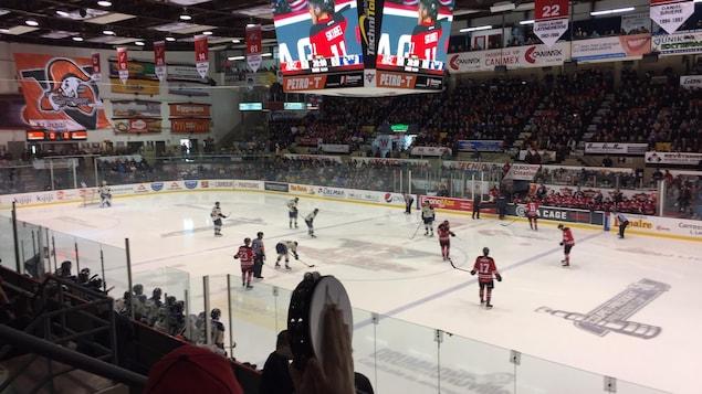 Les Voltigeurs de Drummondville disputent le deuxième match de la série contre le Phoenix de Sherbrooke.