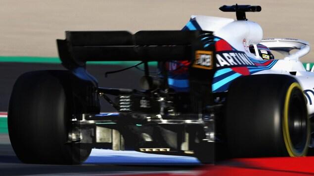 Le train arrière de la Williams FW41 lors des essais Le train arrière de la Williams FW41 lors des essais d'hiver à Barcelone, avec Lance Stroll au volant. 'hiver à Barcelone, avec Lance Stroll au volant. On voit bien l'extracteur (en plus clair sur la photo).