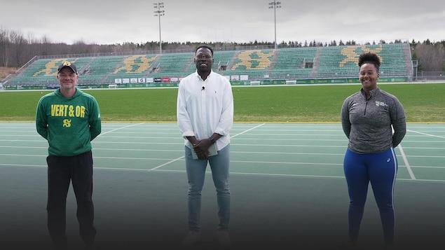 Photo de Xavier Jourson, Vanessa Ayers et son entraîneur Luc Lafrance sur la piste d'athlétisme de l'Université de Sherbrooke.