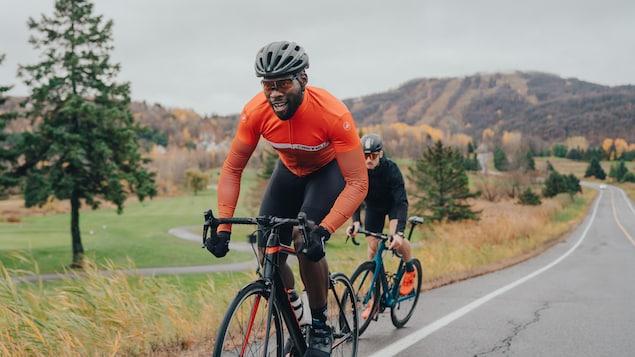 Xavier Jourson sur un vélo, à l'extérieur