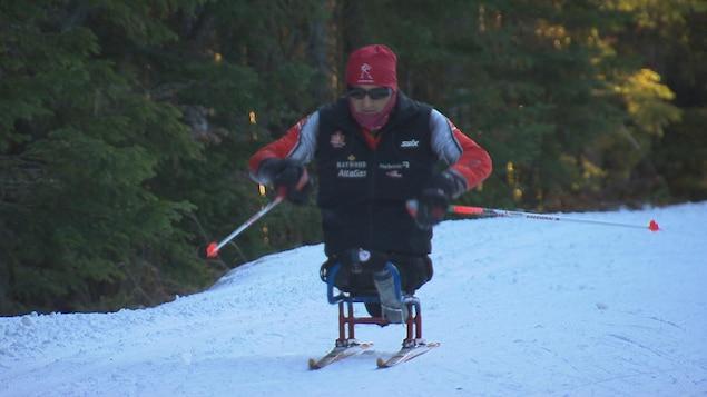 Le paraskieur de fond Yves Bourque pendant son entraînement.